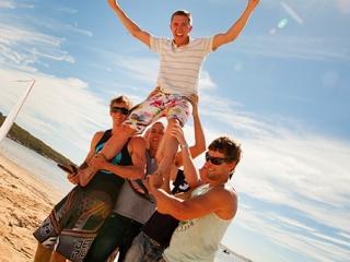 sunshine, blue sky, clouds, sun, beach, boats, t-shirt, board-shorts, singlets, sand, ocean, hills, thongs, photography, relaxed, fun, photographer, Adelaide, Australia