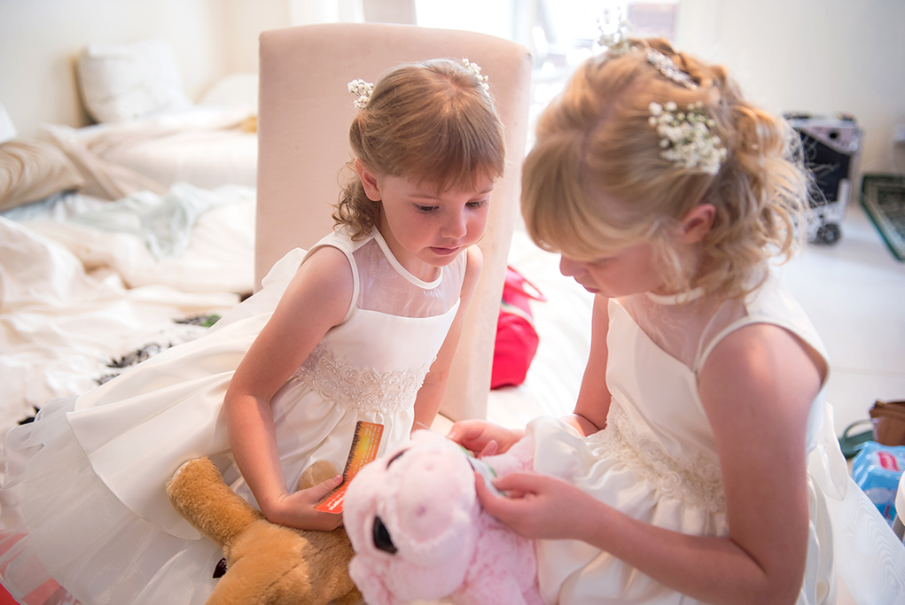cute, beautiful, special, wedding day, flower girls, flowers, hair, white, dress, sequins, beads, teddy bears, photographer, Italian, photography