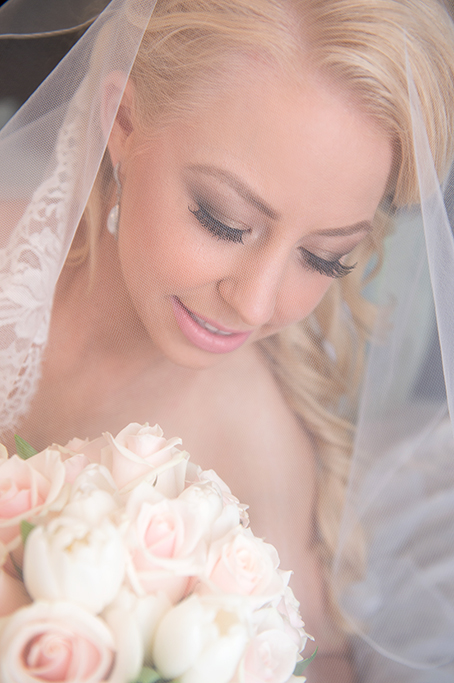 beautiful, flawless, bride, Italian, wedding, fake lashes, makeup, gorgeous, soft, pastel, bouquet, roses, flowers, veil, photography, curls, hairstyle, photographer