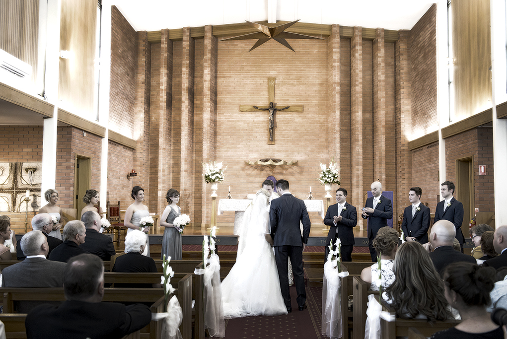bridal party, happy, love, church, ceremony, Italian, catholic, bride, groom, groomsmen, bridesmaids, dress, guests, Adelaide, South Australia, photographer, candles, flowers, roses, bouquet, photography