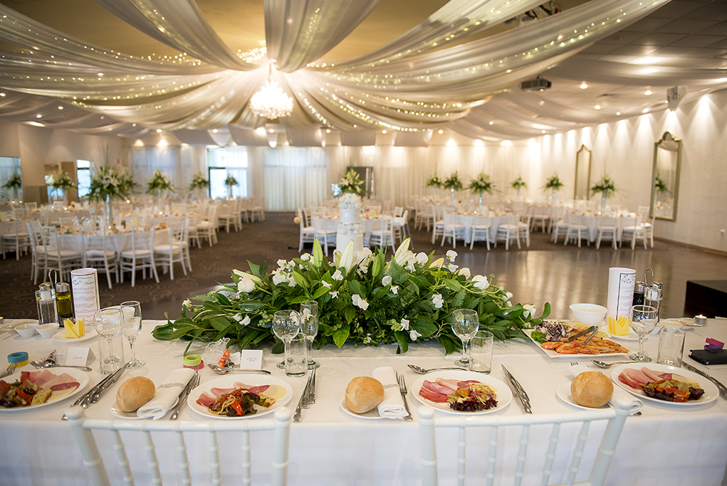 Sferas Reception Sfera Convention Centre beautiful decorations wedding Italian newlyweds flowers bouquet roses table setting cake mirrors chandelier photography photographer romantic