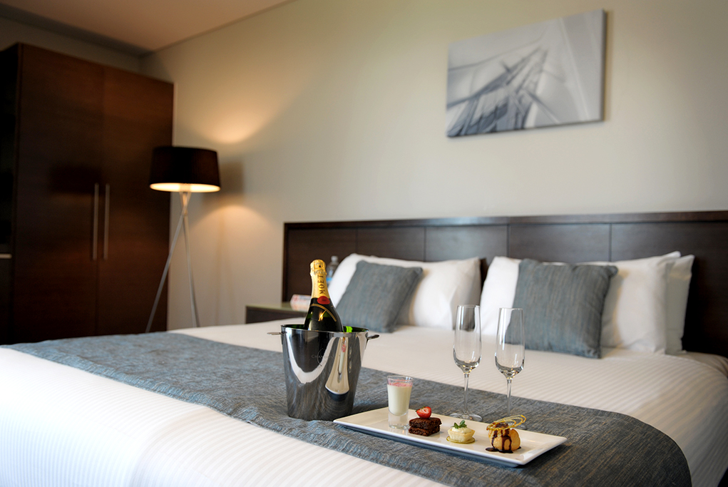 Sferas Park Suites, Accommodation, Adelaide, South Australia, dessert, Moet, champagne, bed, mousse, ice cream, gelati, chocolate, strawberry, lamp, photography, comfort, hotel, photographer, corporate location photography